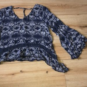 Bohemian top with flowy sleeves